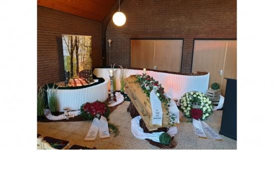 Trauerdekoration Sargtrauerfeier